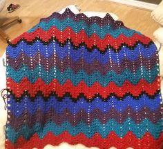 Getting bigger! Just over 2/5 left to do  #crochet #crochetaddict #grannyripple #grannystitch #crochetafghan #madewithlove #christmasgift #impeccableyarn by mrslittle86