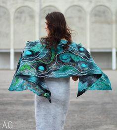 Teal chunky textured scarf. Handpainted nuno von SeamlessFashion, $169.00