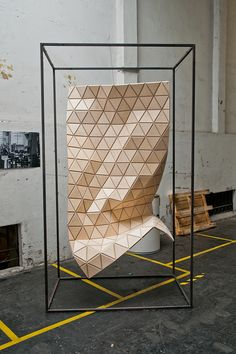 The new material possess looks like a patterned wooden outlook, but as flexible as a texile moves as the breeze blows. It is made from Russian plywood and vinyl mesh. The flexibility is given by a CNC-routing pattern of triangles on the plywood's ri Flexible Wood, Tapis Design, Digital Fabrication, Parametric Design, Architecture Details, Folding Architecture, Parametric Architecture, Cladding, Textures Patterns