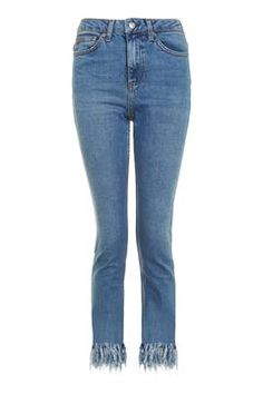 The must-have fit of the season, the MOTO straight leg jean comes crafted in our authentic low stretch denim. In a comfortable mid-rise fit, they are cropped to the ankle with fringe hem detail. Petite Outfits, Cute Outfits, Beste Jeans, Topshop, Winter Chic, Ugg Boots, Winter Outfits, Mom Jeans, Asos