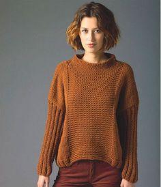 """Вязаный пуловер оверсайз спицами. Описание Небольшие детали придают шарм большой вещи: интересные акценты делают одежду неповторимой. Только таких """"мелочей"""" не должно быть много, а то вместо эффектного фасона можно получить непродуманное и перегруженное изделие. Модный пуловер свободного кроя оригинален как раз в меру. Пуловер казалось бы совсем простой, а взгляд не отвести. Почему? Потому что использованы эффектные детали: центральная часть полочки, боковые части, а также..."""