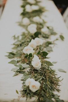 Green and white table garland | Image by Hinterland Stills