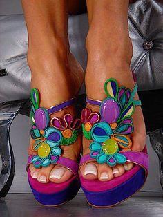 Floral beautiful shoes. Fine colours!