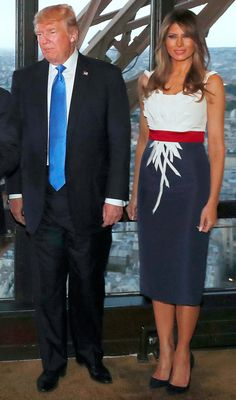 Trend Notes: Melania Trump Wears Customized Crimson-White-and-Blue Frock For Dinner in Paris Melania Trump Dress, First Lady Melania Trump, Trump Melania, Milania Trump Style, Donald Trump Family, Blue Frock, Dinner In Paris, First Ladies, Donald And Melania