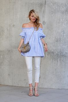 All deets: www.ohhcouture.com | Streetstyle: Skinny jeans, off the shoulder top, Chloé Drew bag, light blue, stripes #ohhcouture