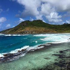 """A Praia da Caieira não faz parte do roteiro tradicional de Fernando de Noronha, por isso é considerada uma """"praia secreta"""" para os próprios moradores. Linda demais, não é? (: @essemundoenosso)"""