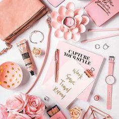 www.theflatlay.com // #flatlay #flatlays #flatlayapp #fashionaddict #style #fashionable #womens #fashionstyle #inspo #makeup #pink #flowers #jewlery