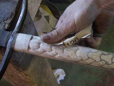 carving a walking stick with a dremel Dremel Carving, Carving Tools, Wood Carving Patterns, Carving Designs, Sculpture Dremel, Woodworking Plans, Woodworking Projects, Woodworking Furniture, Chip Carving