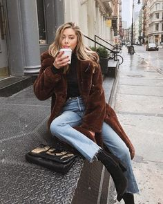 40 Best Street Style Looks for Winter Fashion - Gucci Makeup - Ideas of Gucci Makeup - Sit still look pretty Look Fashion, Fashion Outfits, Womens Fashion, Fashion Trends, Fall Fashion, Fashion Clothes, Fashion Ideas, City Fashion, Jeans Fashion