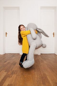 Kollektion Kids - Initiative Handarbeit - Gehäkelter XXL Hase - gratis Häkelanleitung