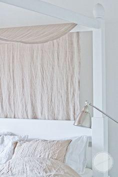 ゝ。White Canopy Bed