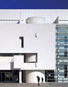 Barcelona Museum of Contemporary Art – Richard Meier & Partn.- Barcelona Museum of Contemporary Art – Richard Meier & Partners Architects - Architecture Design, Barcelona Architecture, Chinese Architecture, Facade Design, Futuristic Architecture, Contemporary Architecture, Architecture Office, Landscape Architecture, Futuristic Design