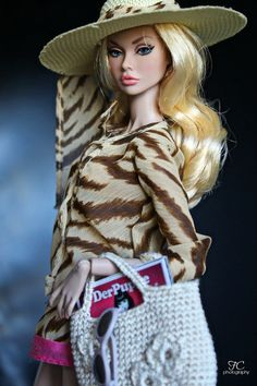 Model: Marlene (Poppy To The fair) Fashion credits: outfit and hat: Barbie Top Model bag: handmade by me magazine by Der_Puppe Barbie Style, Barbie Top, Bad Barbie, Barbie And Ken, Barbie Life, Fashion Royalty Dolls, Fashion Dolls, Manequin, Poppy Doll