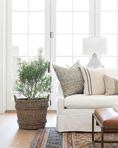 Home Living Room, Living Room Designs, Living Spaces, Cottage Style Living Room, Living Room Inspiration, Home Decor Inspiration, Apartment Decoration, Wabi Sabi, Interiores Design