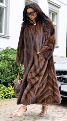 Fur Fashion, Winter Fashion, Chinchilla, Fur Clothing, Fabulous Furs, Fur Stole, Cold Weather Outfits, Russian Fashion, Mink Fur