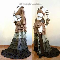 Huge and bold, this dress was made for you Steampunk and Post-Apocalyptic Queens to stand out! It has 11 meters of fabric, and it& super easy . Steampunk Cosplay, Viktorianischer Steampunk, Steampunk Clothing, Steampunk Fashion, Steampunk Dress, Steampunk Wedding, Lady Like, Larp, Cool Costumes