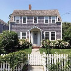 Summer home in Nantucket. Photo courtesy of Charissa Fay Nantucket Cottage, Cozy Cottage, Coastal Cottage, New England Farmhouse, My Dream Home, Cape Cod, Curb Appeal, Beautiful Homes, Places To Go