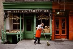 Vesuvio Bakery, New York, USA by photographer Steve McCurry. This links through to an amazing gallery of his images, all relating to bread. Do also click through to view other galleries, such as his stunning individual portraits.