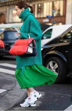 Chunky sneakers: da quelle Gucci alle low cost tante idee outfit e shopping Look Street Style, Street Chic, Street Style Women, Street Styles, Fashion Mode, Look Fashion, Winter Fashion, Fashion Outfits, Christmas Fashion