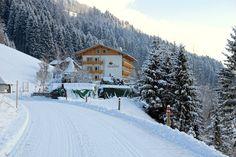 Verschneite #Einfahrt zum #Glocknerhof im #Winter! Herzlich Willkommen! #Urlaub in #Österreich #Kärnten #LUSTamLeben