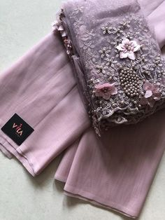 Best 11 Blush lilac pink imported organza sari with designer blouse piece as shown in the picture – SkillOfKing.Com – SkillOfKing. Hand Embroidery Dress, Embroidery Saree, Saree Blouse Neck Designs, Saree Blouse Patterns, Organza Saree, Drape Sarees, Georgette Sarees, Cotton Saree, Saree Trends