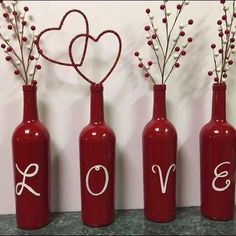 Phenomenal Easy DIY Valentine Gift Ideas For Your Beloved People Yay! Finally, Valentine's Day will arrive soon. A day to be filled with love and happiness. The most common thing to do is to send a Happy Valentine's. Valentines Day Wine, Valentines Day Decorations, Valentine Day Crafts, Holiday Crafts, Diy Valentine's Day Decorations, Valentine Day Love, Valentine Ideas, Valentinstag Party, Wine Craft