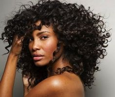 NATURAL CURLY/FRIZZY HAIR TIP     http://www.jcasablancas.com/blog/index.php/2012/07/naturally-curly-frizzy-hair-tip/