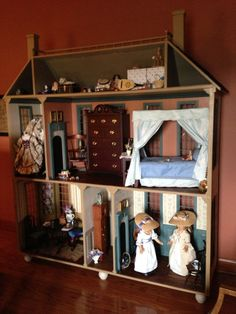 Colonial Williamsburg doll house for Felicity and Elizabeth made by Kathy Oberschlake and her husband .Room ideas for Felicity and Elizabeth American Girl Doll Room, American Girl House, American Girl Furniture, American Girl Crafts, Ag Dolls, Girl Dolls, American Girl Felicity, Barbie Doll House, Room Setup