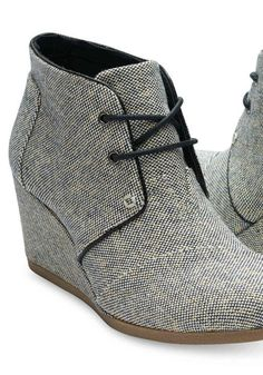 http://www.popularclothingstyles.com/category/toms/ Luv the style