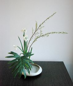 Ikebana 'Reaching out' by Otomodachi, via Flickr