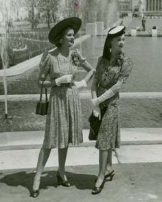 Ladies in 1940s dresses