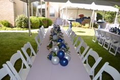 Out of the box idea of a balloon and floral table runner for a graduation party! Graduation Table Decorations, Outdoor Graduation Parties, Graduation Party Centerpieces, College Graduation Parties, Graduation Celebration, Outdoor Parties, Grad Parties, Graduation Ideas, Balloon