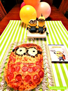 Family-Movie-Night-With-Minions-Pizza