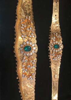 Beautiful Vaddanam and Bajuband/Armlet set in gold,diamond and emerald,love it very much. Kids Gold Jewellery, Gold Jewellery Design, Gold Jewelry, India Jewelry, Mughal Jewelry, Tiffany Jewelry, Diamond Jewelry, Beaded Jewelry, Gold Necklace