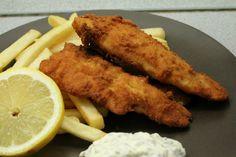 Rántott hal remulád mártással, sült krumplival, citrommal Chicken Wings, Dishes, Cooking, Recipes, Food, Drinks, Life, Kitchen, Drinking