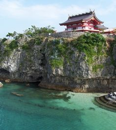 Another photo of Okinawa, Japan. It is so pretty & I hope to see it through adult eyes one day! I was born in Okinawa & lived there the first couple years of my life.❤️ My dad was in the Navy at the time & was stationed there for a couple years. Okinawa Japan, Okinawa Diet, Okinawa Beach, Asia Travel, Japan Travel, The Places Youll Go, Places To See, Scary Places, Go To Japan