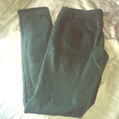Forever 21 dark green skinny jeans Forever 21 dark green skinny jeans, size 27. Color is better pictured in the second photo. Great condition with nice stretch material! Forever 21 Jeans Skinny