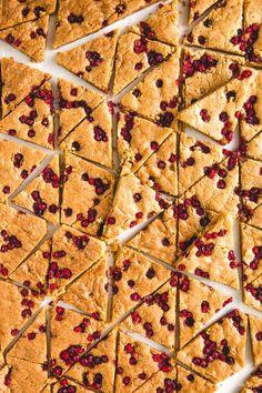 Omar-puolukkakolmiot | Maku Something Sweet, Sweet Desserts, Baking Recipes, Biscuits, Sweet Tooth, Brunch, Goodies, Food And Drink, Sweets