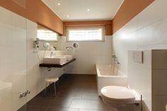 Badezimmer im AKZENT Hotel Rheingau. Corner Bathtub, Bathroom, Bath Room, Bathrooms, Bath, Bathing, Bathtub, Toilet