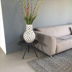 Gietvloer | Bank | woonkamer | vloerkleed | zuiver