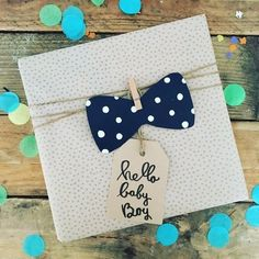 Souvenir flying would be the behave of retaining a gift in certain type of information. Baby Gift Wrapping, Gift Wraping, Present Wrapping, Creative Gift Wrapping, Creative Gifts, Wrapping Ideas, Cadeau Baby Shower, Baby Shower Gifts, Baby Boy Gifts