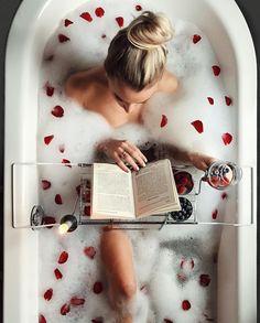 new Ideas bath photography boudoir rose petals Entspannendes Bad, Dream Bath, Milk Bath, Ways To Relax, Spa Day, Bath Time, Me Time, Boudoir Photography, Bubble Bath Photography