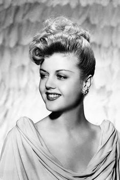 Old Hollywood Stars, Hollywood Icons, Hollywood Fashion, Golden Age Of Hollywood, Hollywood Glamour, Classic Hollywood, Hollywood Style, 1940s Hairstyles, Cool Hairstyles