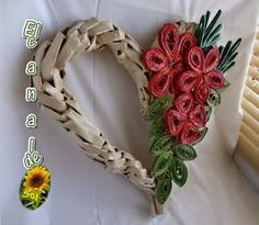 Corazón de papel con tejido espiga: hecho de papel periódico Art N Craft, Craft Stick Crafts, Corn Dolly, Paper Plate Crafts For Kids, Willow Weaving, Weaving Designs, Newspaper Crafts, Quilling Patterns, Ribbon Work
