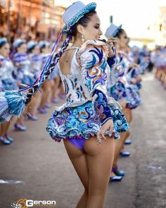 5 Dress Styles That Will Make You Look Thinner Carnival Dancers, Carnival Girl, Cheerleading Photos, Cheerleading Outfits, Asian Cheerleader, Maid Cosplay, Perfect Legs, Look Thinner, Girl Dancing