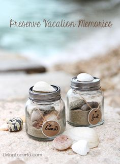 Easy Kids Craft Idea to Preserve Vacation Memories - Beach in a Jar - @Amy Locurto {LivingLocurto.com}.com
