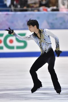 Yuzuru Hanyu Photos: ISU Grand Prix of Figure Skating 2014/2015 NHK Trophy - Day 2http://www.zimbio.com/photos/Yuzuru+Hanyu/ISU+Grand+Prix+Figure+Skating+2014+2015+NHK/6J-mg_UyHPL
