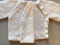 Small jackets for baby free patterns Free Baby Sweater Knitting Patterns, Baby Hats Knitting, Knitted Hats, Baby Kimono, Baby Dress, Baby Sweaters, Cable Knit Sweaters, Baby Cardigan, Sweater Fashion