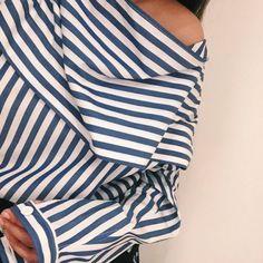 爽やかさに夢中なのブルーのストライプ柄トップスで作る夏の優等生スタイル