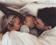 baby, family, and cute image Cute Family, Baby Family, Family Goals, Family Hug, Young Family, Family Kids, Couple Goals, Cute Kids, Cute Babies